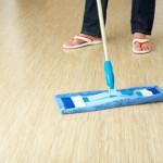 Какие средства выбрать, чтобы качественно очистить линолеум