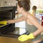 Как почистить духовку газовую: используем специальные средства или народные методы
