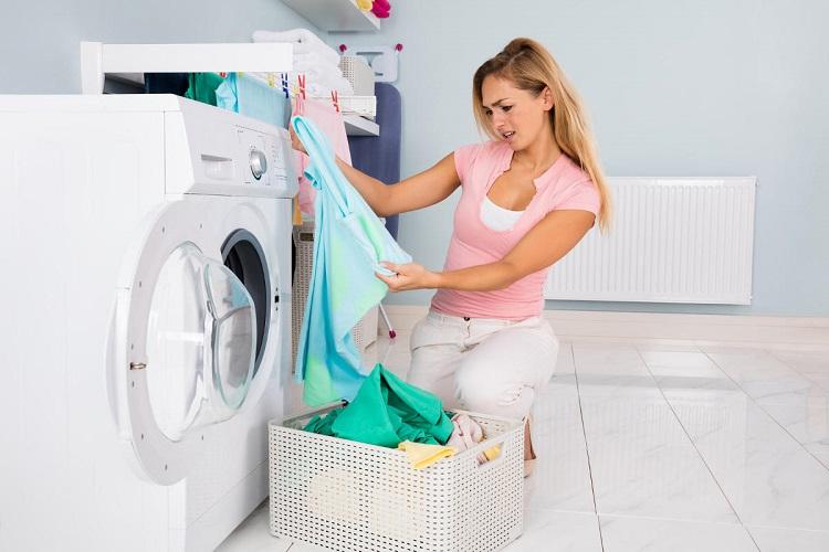 как отстирать неприятный запах с одежды