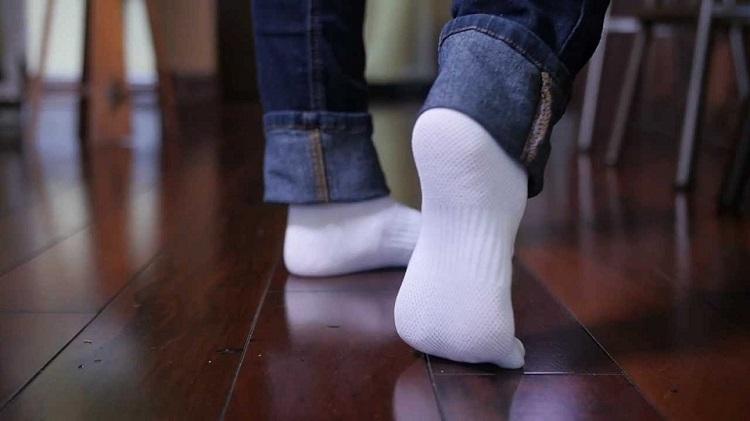 как постирать белые носки