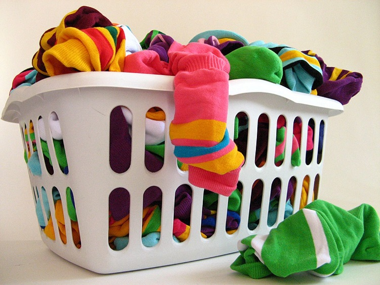 Як прати шкарпетки вручну і в пральній машині