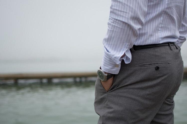 Як прати брюки від костюма
