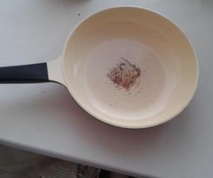 пригорела керамическая сковорода