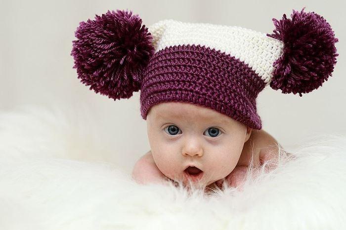 шапка с помпонами