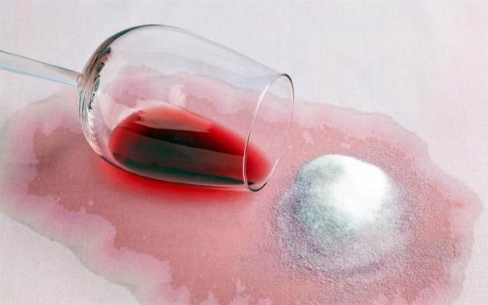 Как вывести пятно от вина