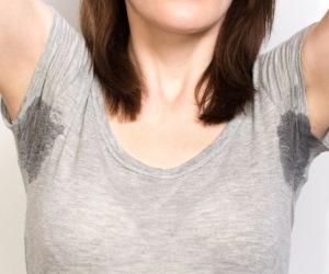 Як прибрати білі плями від дезодоранту з одягу