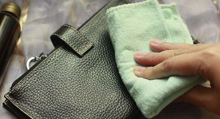 как почистить светлую кожу сумки