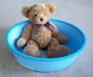 стирка плюшевого медведя