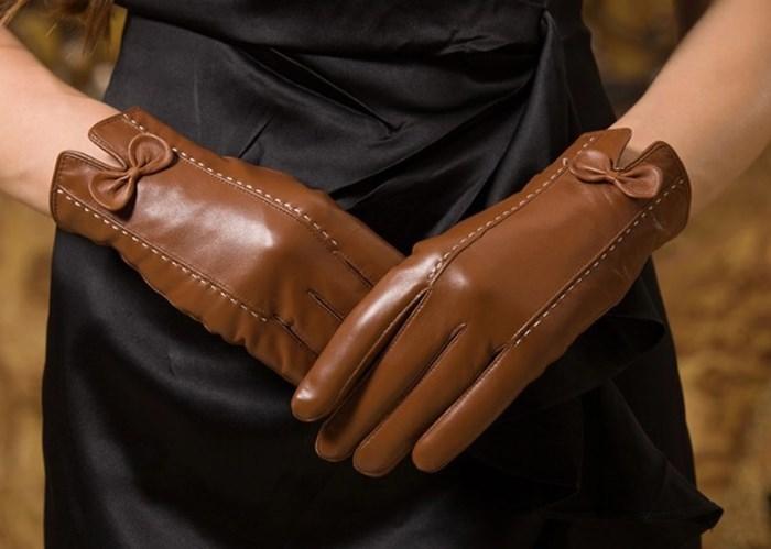 чистка перчаток из кожи