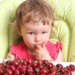 Как вывести пятна от вишни и черешни