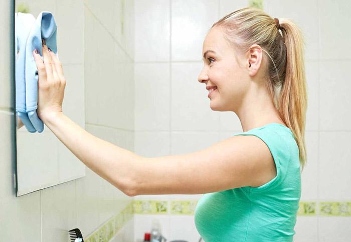 как почистить зеркало без разводов.