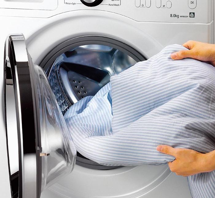 Стирка рубашки в стиральной машинке