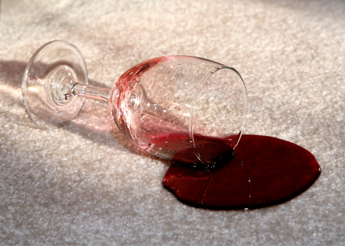 Как отстирать пятна от вина
