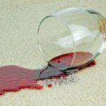 Как отстирать пятна от вина на мебели, ковре