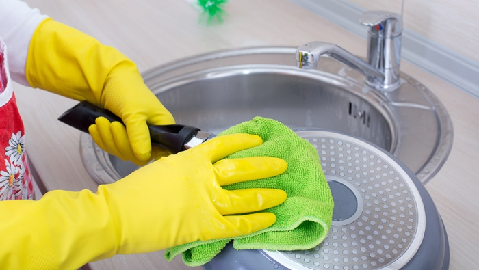 Как почистить тефлоновую сковороду от нагара