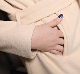 Можно ли и как стирать шерстяное пальто вручную и в стиральной машине