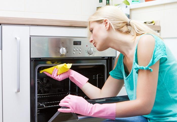 Як очистити духовку від жиру і нагару