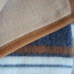Как стирать шерстяное одеяло в стиралке или вручную