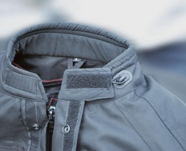 Як вивести масну пляму з куртки