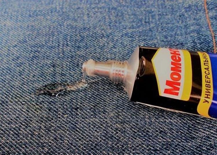 Як видалити клей з одягу