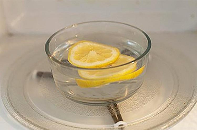 как очистить микроволновку лимоном