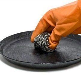 Як очистити сковороду від застарілого нагару