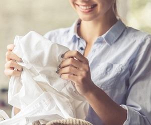 Как вывести желтые пятна с белой одежды