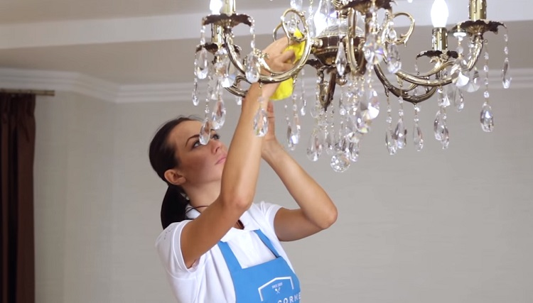 How to wash a crystal chandelier with pendants