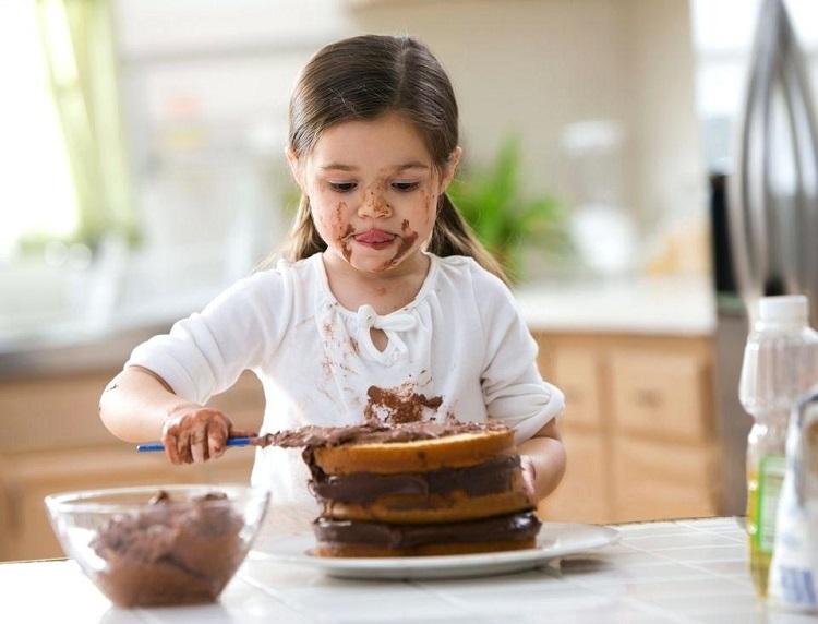 Как отстирать шоколад с одежды