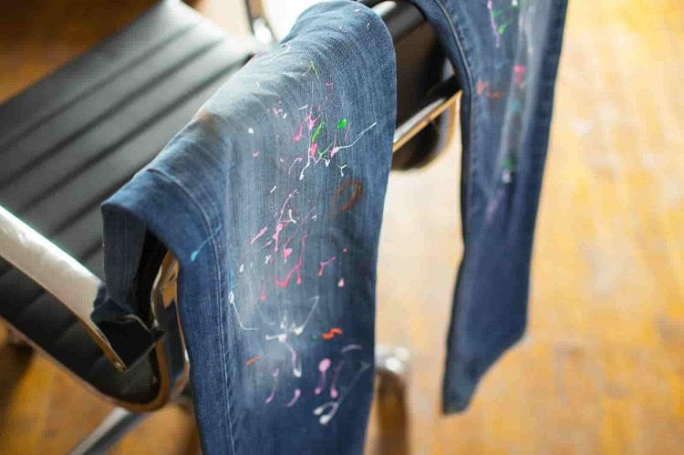Как отстирать краску с джинсов