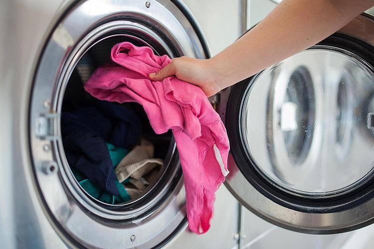 Як позбутися від запаху в пральній машині