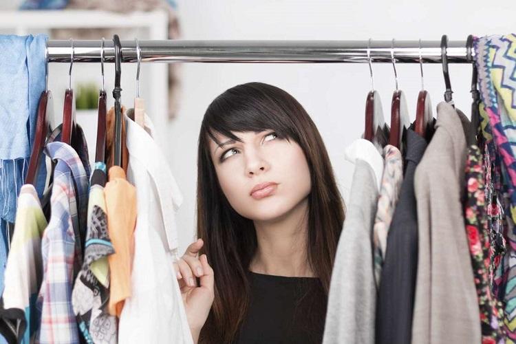 Як позбутися від запаху в шафі з одягом