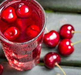Как отстирать вишневый сок подручными средствами