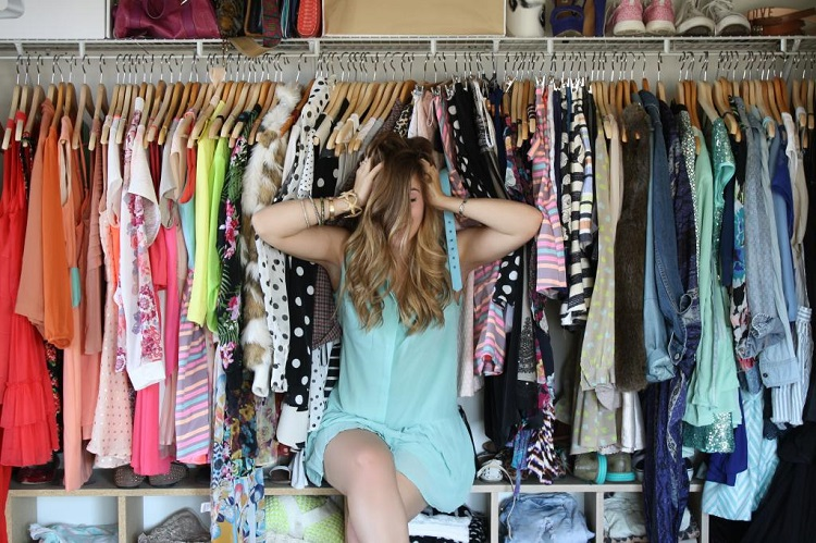 як вивести неприємний запах в шафі