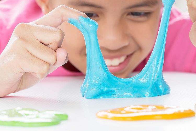 как отчистить лизуна с одежды