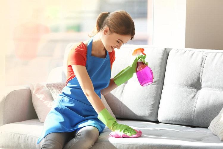 Як відмити кров з дивана