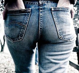 Как отстирать кровь с джинс быстро и без следа