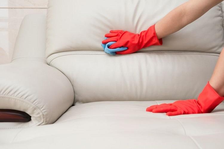 Як почистити м'які меблі в домашніх умовах
