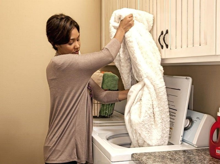 Як прати плед в пральній машині