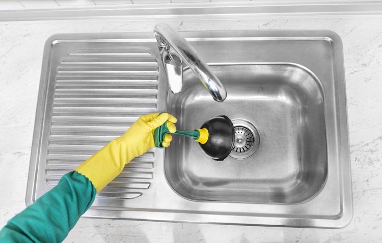 как почистить засор в раковине