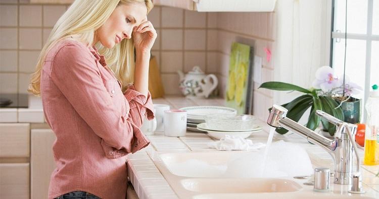 Як усунути запах з раковини на кухні