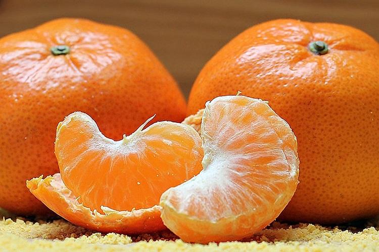 Как отстирать мандарин с одежды