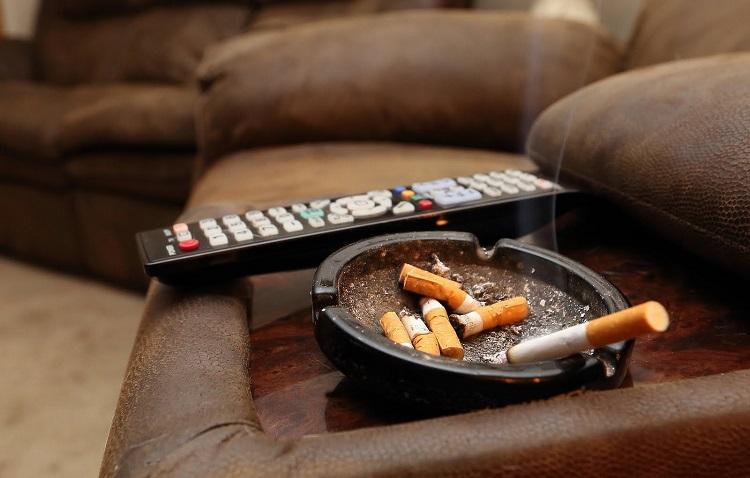 Jak pozbyć się zapachu papierosów w mieszkaniu