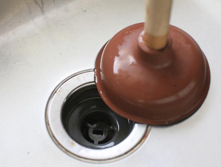 Як прочистити засмічення в трубі в домашніх умовах