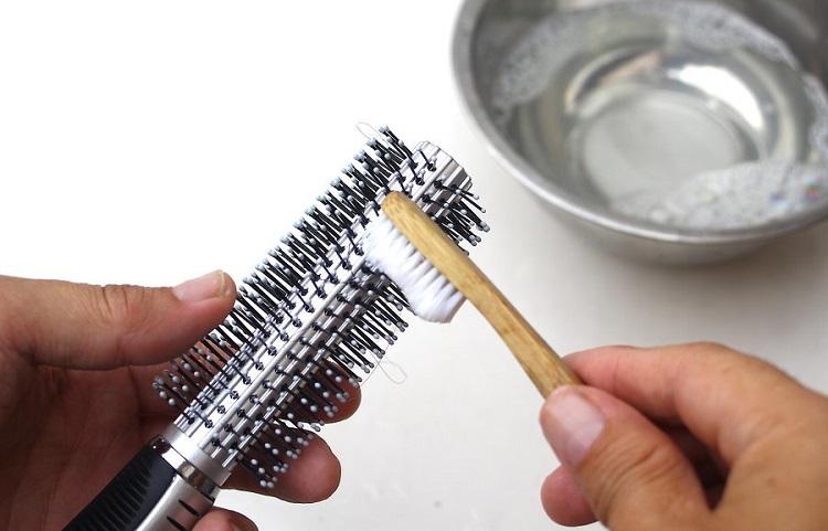 як почистити металевий гребінець