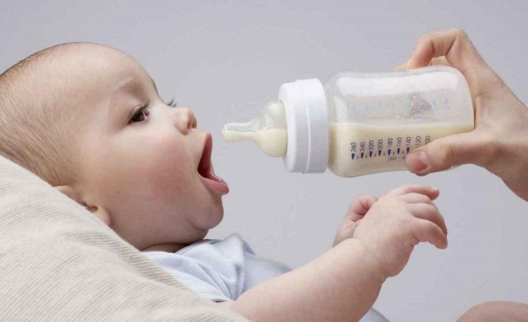 как кормить ребенка смесью
