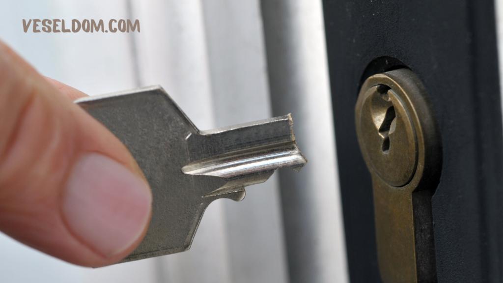 Ключ зламався в замку: що робити